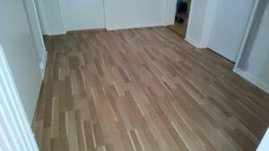 Nyt gulv i soveværelset? la Cour Byg kan lægge nyt gulv eller slibe det gamle flot igen.