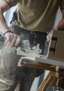 Traditionelt arbejde som tømrer og snedker